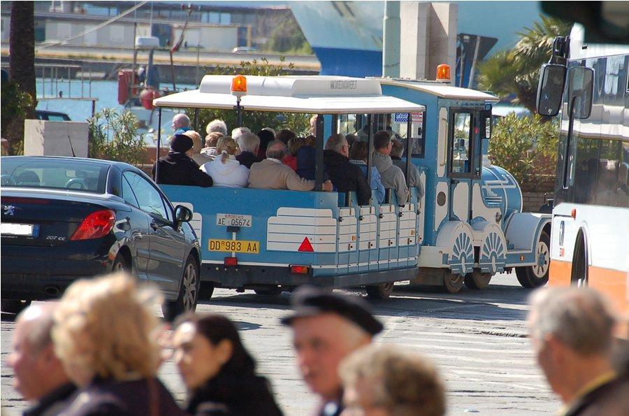 Cagliari (CA): Cercasi autista con patenti D E e CQC per guida trenino turistico