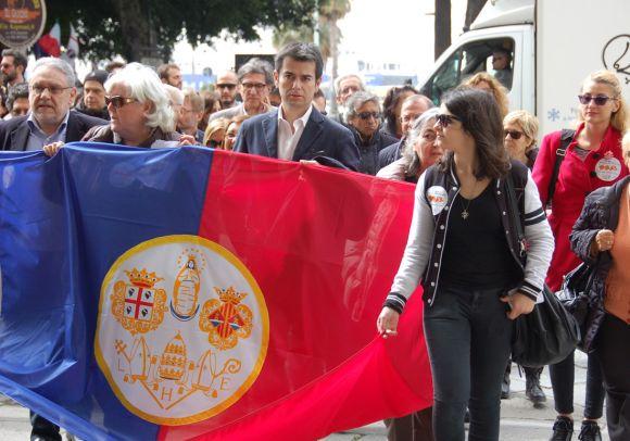 Il sindaco Massimo Zedda alla manifestazione in difesa dell'Università