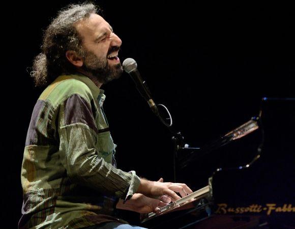 Stefano Bollani in concerto - immagine @StefanoPoggialini