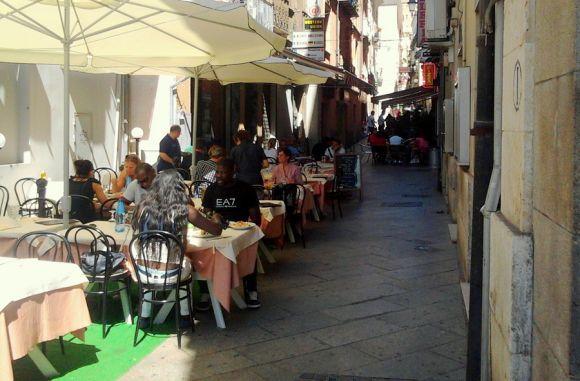 Suolo pubblico per spazi di ristoro all'aperto