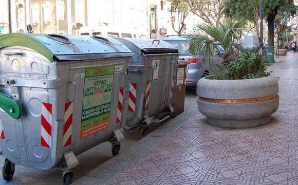 Lunedì 18 aprile sospesa la consegna dei sacchetti per i rifiuti