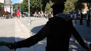 Giornata mondiale contro il razzismo catena umana in Piazza del Carmine a Cagliari
